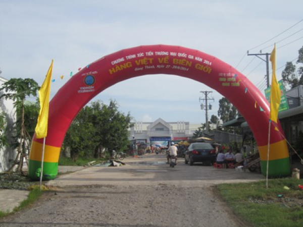 Organizing fairs in Kien Luong district